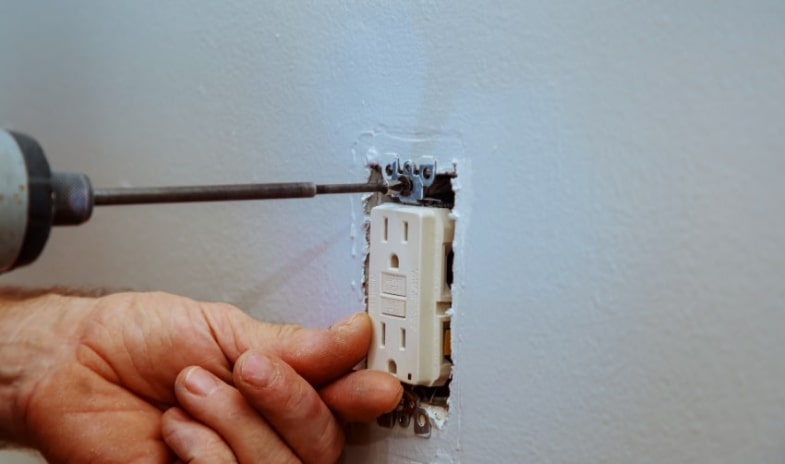 How Long Do Electrical Outlets Last & 10 Signs You Need To Replace Them